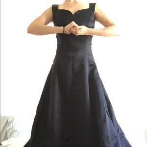 Dresses & Skirts - Sweetheart Full Length Gown